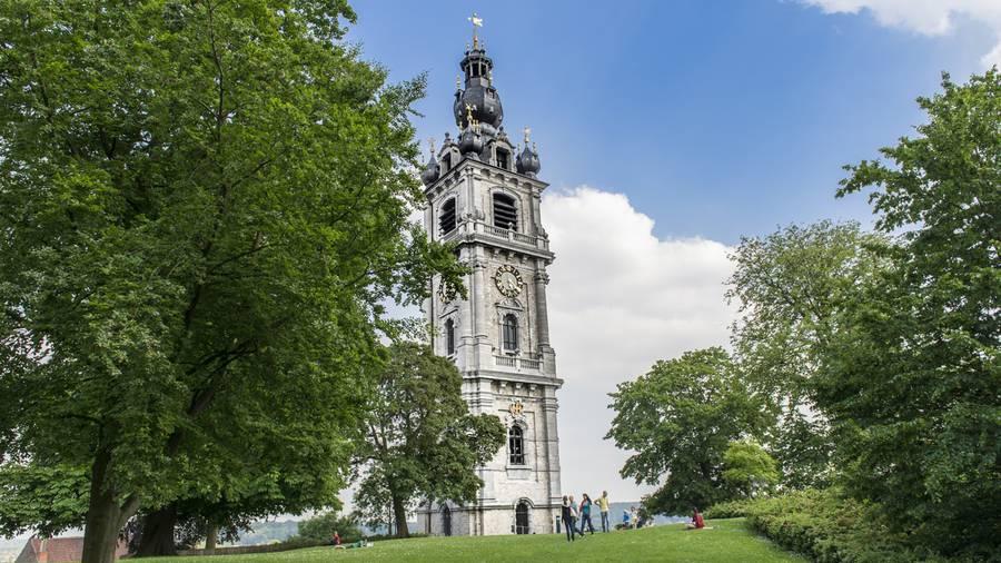 Emblème de la ville, le beffroi domine le parc des anciens comtes de Hainaut - Copyright Grégory Mathelot