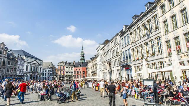 Onmisbaar in het straatbeeld van Mons: de Grand-Place
